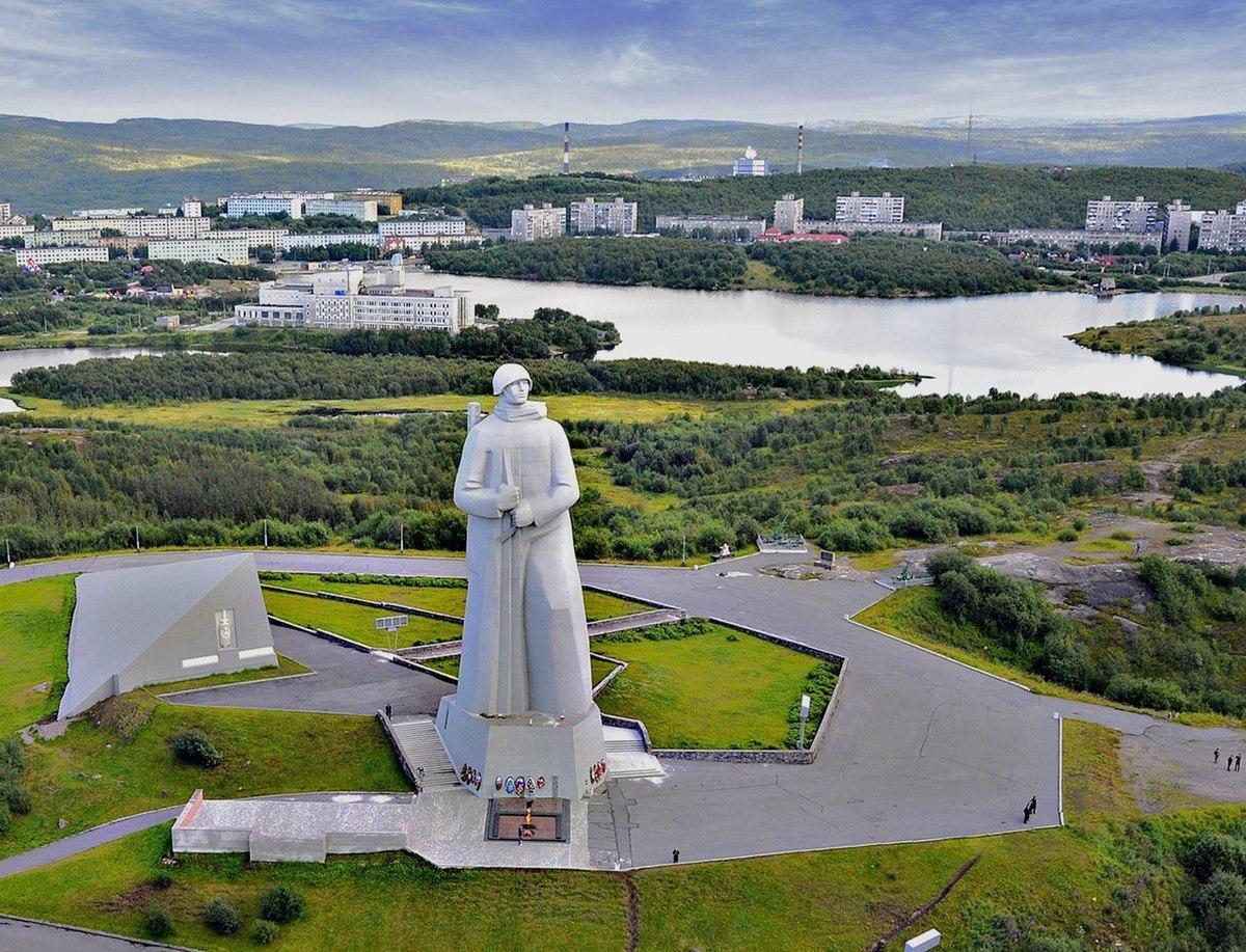 Монумент в честь защитников Заполярья